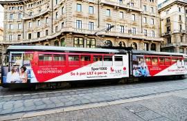 Pubblicità su tram a Milano IGPDecaux Full-Wrap per LILT