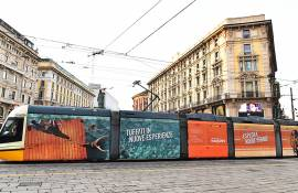 IGPDecaux out of home advertising in Milan Full-Wrap for Easy Jet