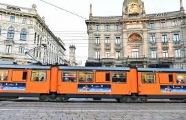 Pubblicità su tram a Milano IGPDecaux Side Banner per Esselunga