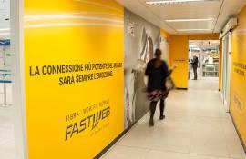 Pubblicità aeroporto Linate IGPDecaux impianti adesiva per Fastweb
