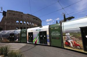 Pubblicità su tram IGPDecaux eurotram a Roma per Alitalia