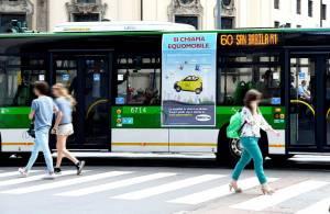 Pubblicità su autobus IGPDecaux a Milano Adesive Portrait per Share'ngo