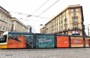 IGPDecaux pubblicità OOH Full-Wrap a Milano per Easy Jet