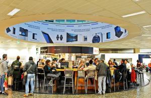Pubblicità aeroporto Malpensa IGPDecaux impianti adesiva per Samsung