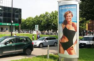 Pubblicità Out Of Home IGPDecaux Colonne a Parma per Calzedonia