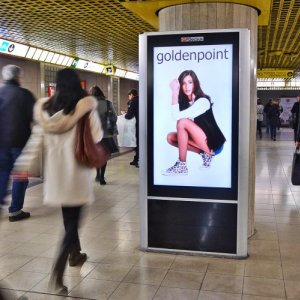 Underground advertising in Milan Underground Vision Network IGPDecaux for Goldenpoint