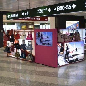 Spazi pubblicitari negli aeroporti IGPDecaux Temporary a Malpensa per Save My Bag