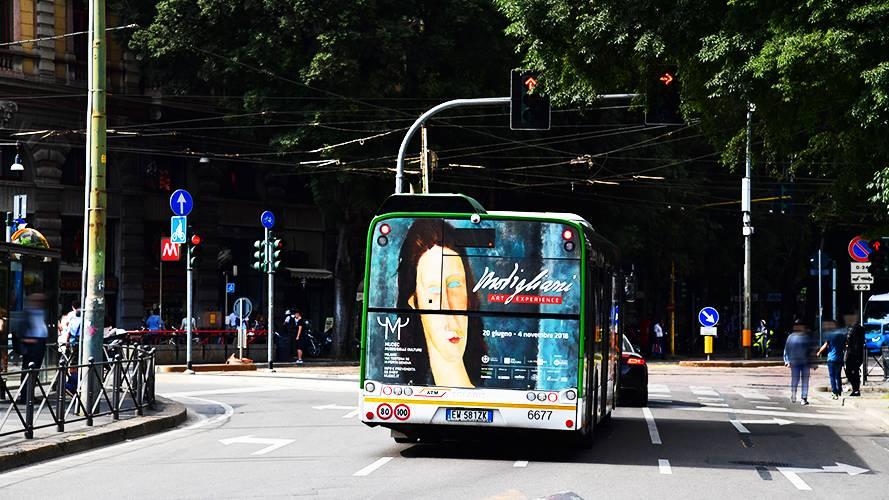Pubblicità su autobus Milano IGPDecaux FullBack per Mudec Modigliani Experience Exhibition