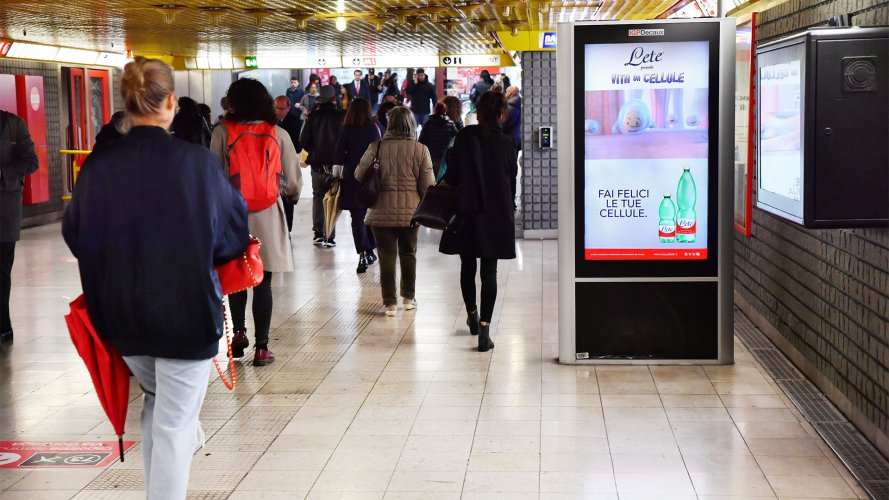 Pubblicità metro Milano IGPDecaux circuito digital per Acqua Lete
