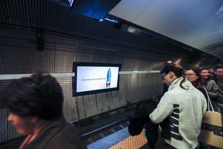 Pubblicità metropolitana Roma IGPDecaux circuito digital per Acqua Lete