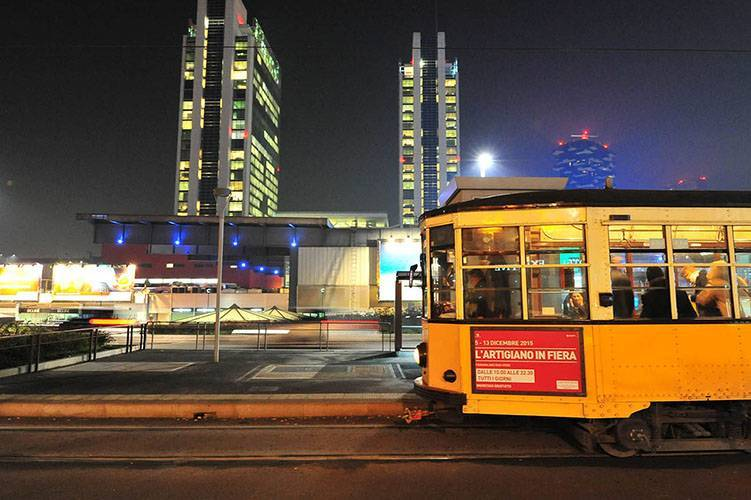 Outdoor advertising IGPDecaux Panel 120 200x70 in Milan for Artigiano in fiera
