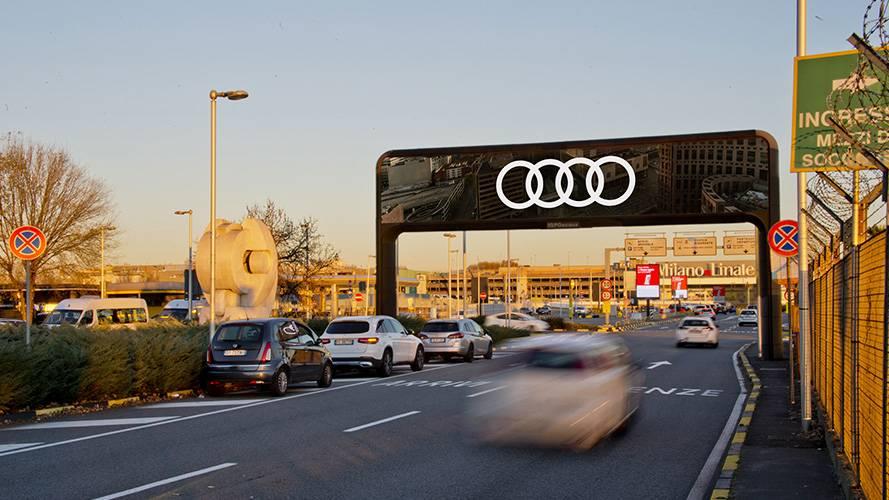 Aeroporto Linate pubblicità IGPDecaux portale digital per Audi