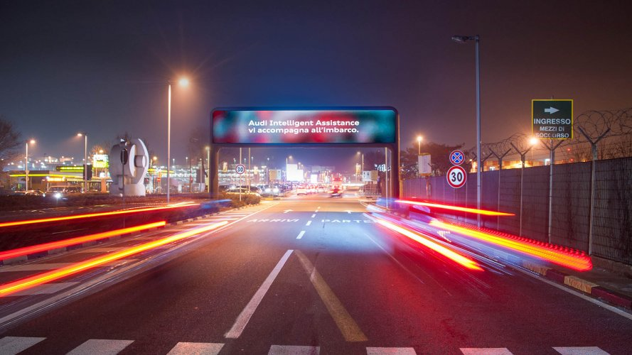 Airport advertising IGPDecaux digital Gate at Linate for Audi