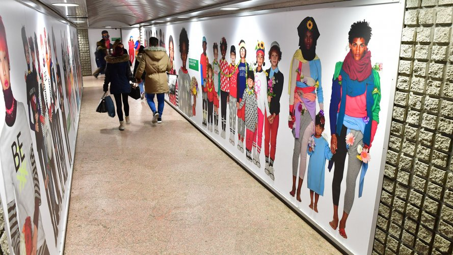 Pubblicità metropolitana Milano Area Station Domination IGPDecaux per Benetton