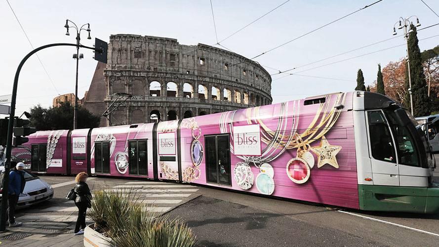 Pubblicità esterna IGPDecaux a Roma Full-Wrap per Bliss