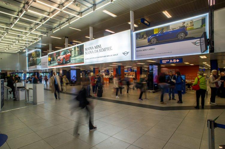 Pubblicità aeroporto IGPDecaux Linate domination per BMW Mini