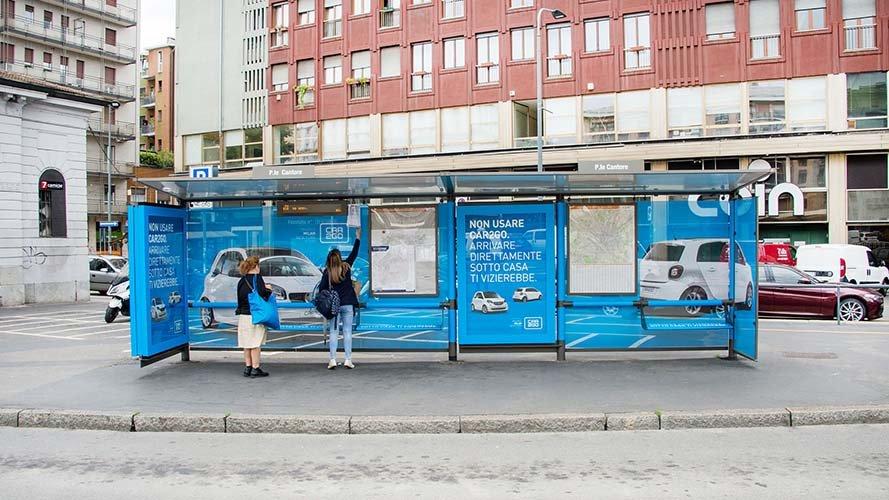IGPDecaux Milano brand pensilina per Car2go