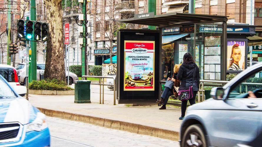 Pubblicità sulle pensiline IGPDecaux Pensiline + Mupi a Milano per Cademartori
