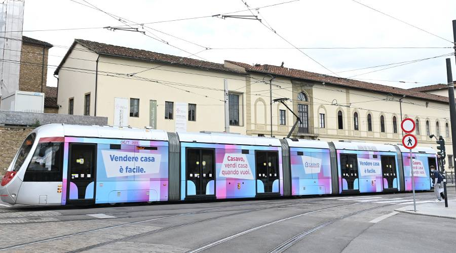 IGPDecaux OOH advertising a Firenze Full-Wrap per Casavo