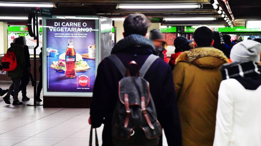 Pubblicità metro Milano circuito a copertura portrait per coca-Cola IGPDecaux