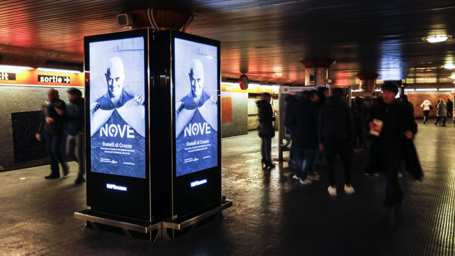 Underground advertising IGPDecaux Underground Vision Network in Rome for Crozza