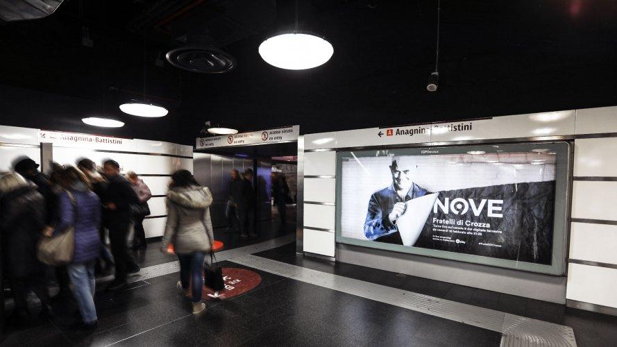 Pubblicità in metropolitana Roma IGPDecaux Circuito a Copertura Landscape per Crozza