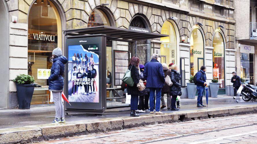 Pubblicità Out of Home IGPDecaux Pensiline + Mupi a Milano per Diadora