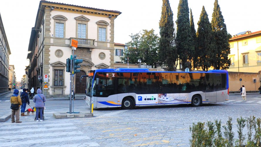 Bus advertising IGPDecaux Landscape Stickers in Florence for Diadora