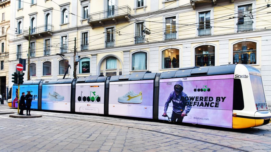 Out Of Home IGPDecaux Full-Wrap in Milan for Diadora