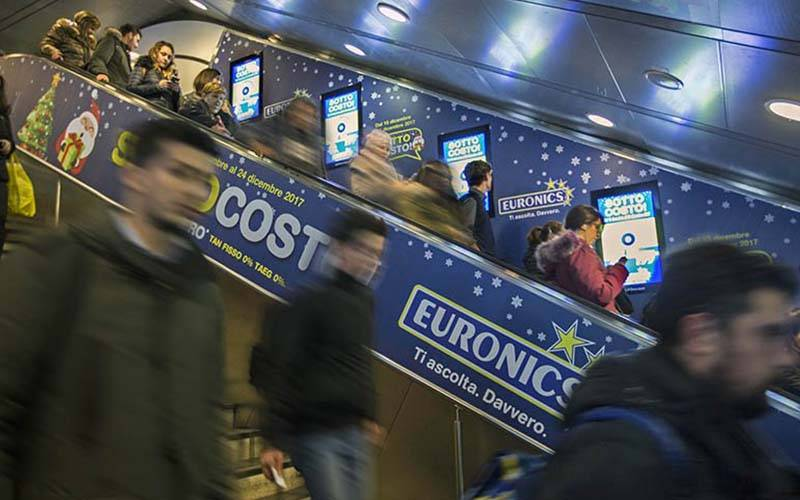 Digital out Of Home IGPDecaux Digital Escalator in Rome for Euronics