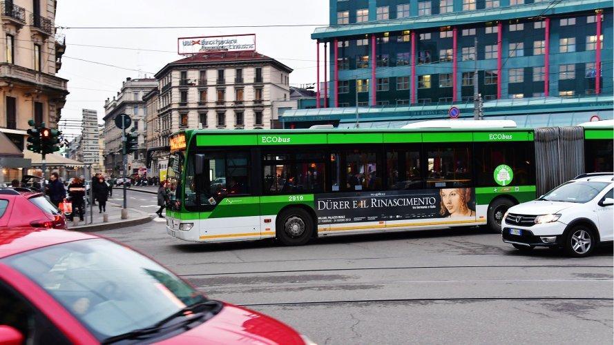Pubblicità sugli autobus IGPDecaux adesive landscape a Milano per Dürer e il Rinascimento