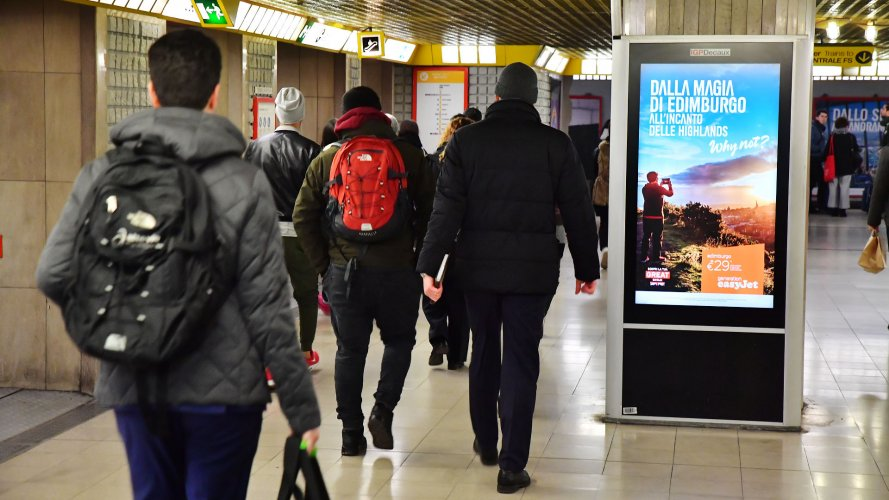 Dooh advertising IGPDecaux circuito digital a Milano per Easy Jet