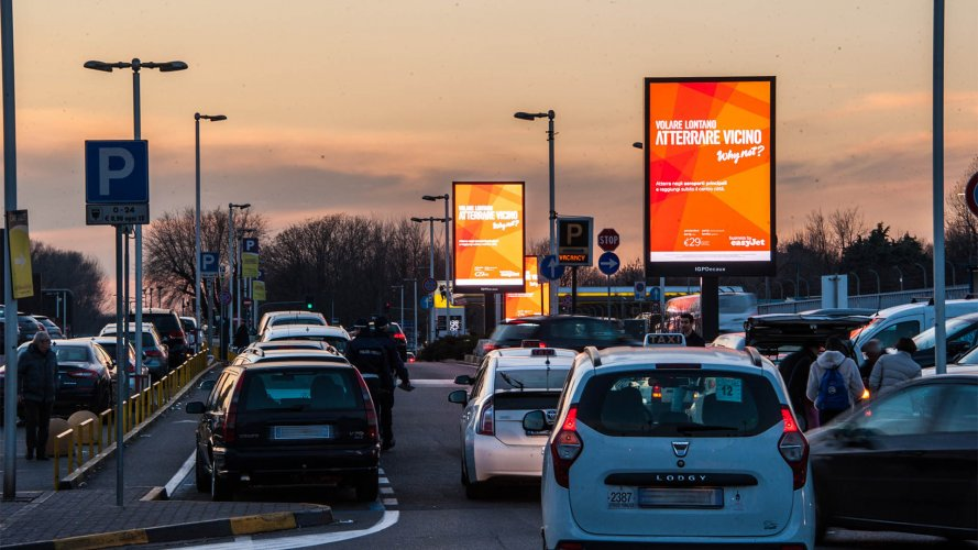 Airport advertising IGPDecaux 8sq m at Linate for Easy Jet