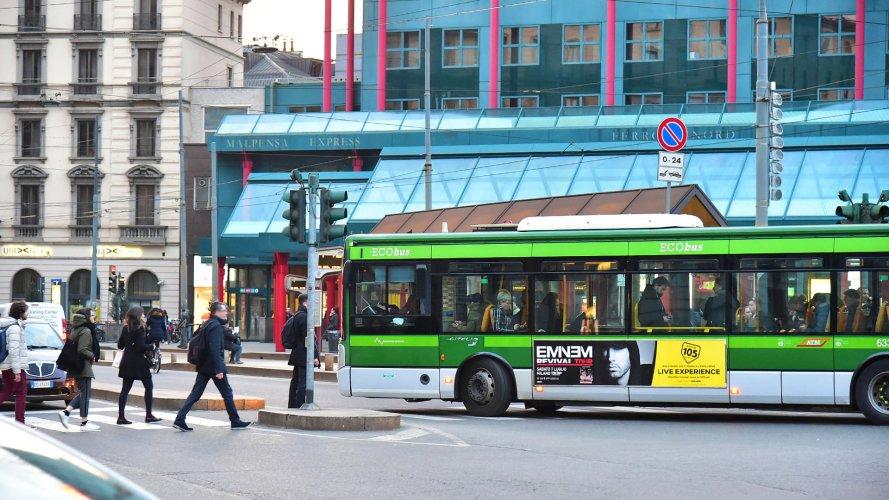 Pubblicità su autobus Milano IGPDecaux Side Banner per Radio 105
