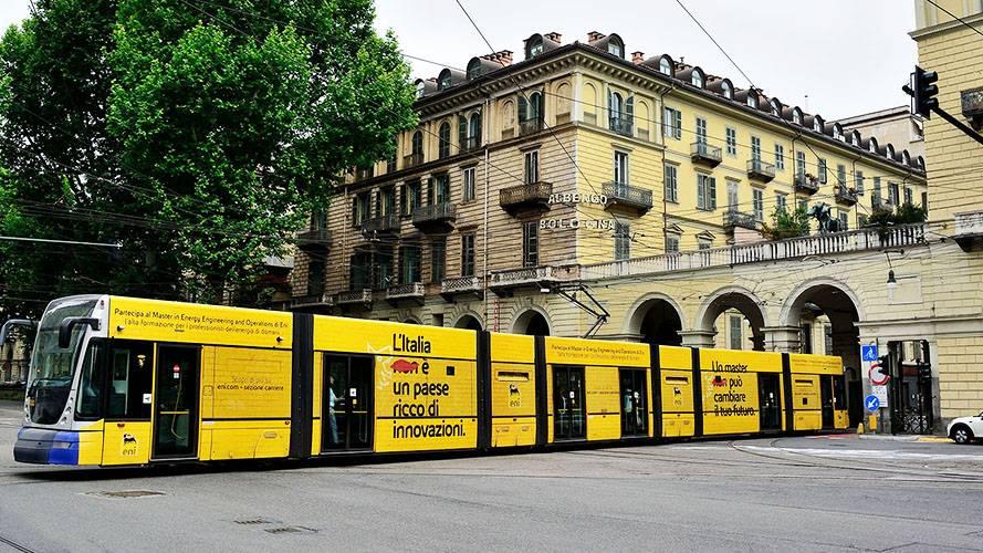 Pubblicità automezzi IGPDecaux a Torino Full-Wrap per Eni