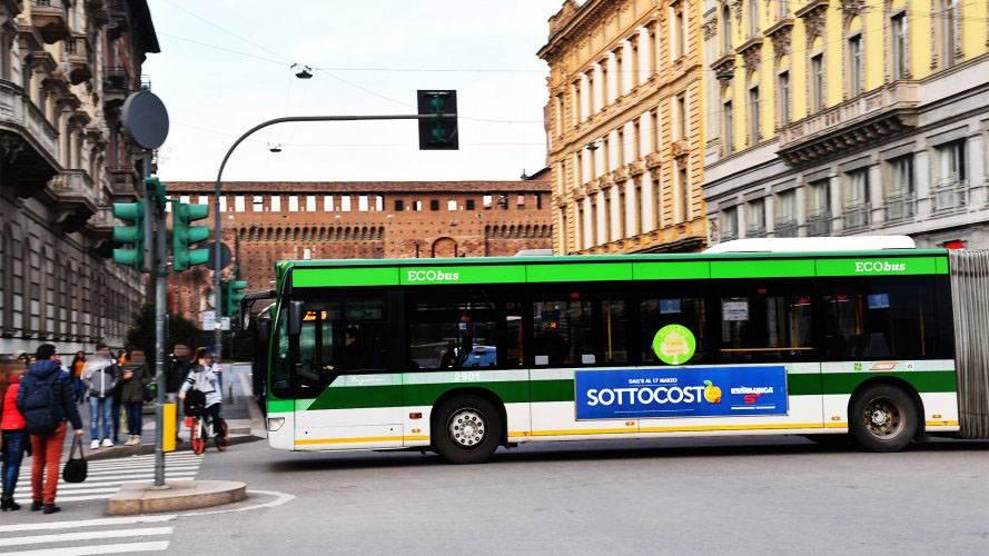 Pubblicità autobus IGPDecaux a Milano Side Banner per Esselunga Sottocosto