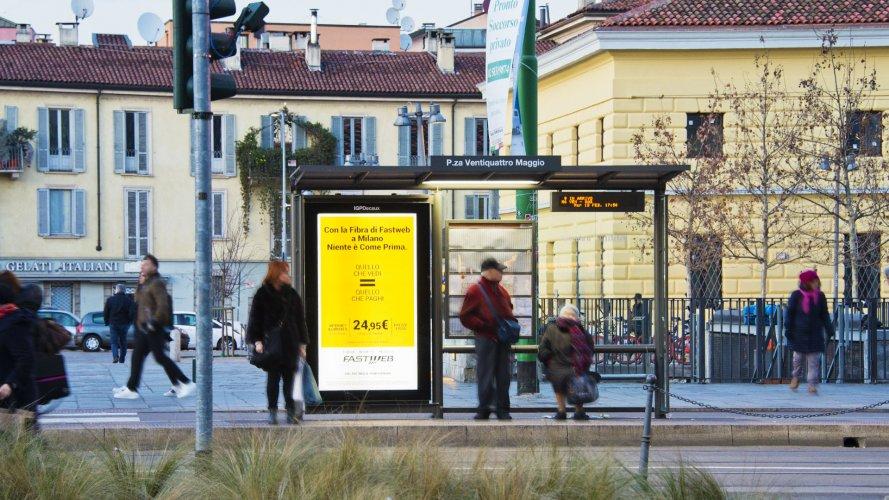 Pubblicità pensiline Milano pensiline digitali IGPDecaux per Fastweb