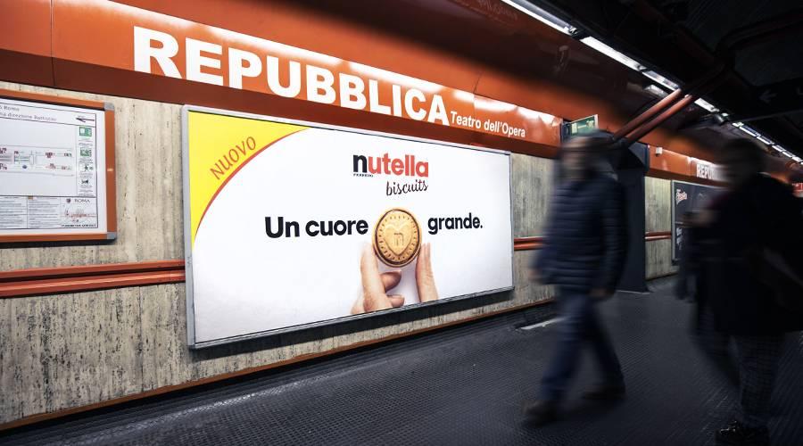 Pubblicità in metropolitana IGPDecaux a Roma Circuito a Copertura Landscape per Ferrero