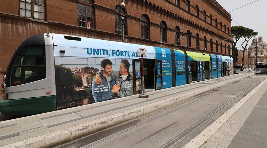IGPDecaux OOH advertising a Roma Full-Wrap per Fondazione AIRC