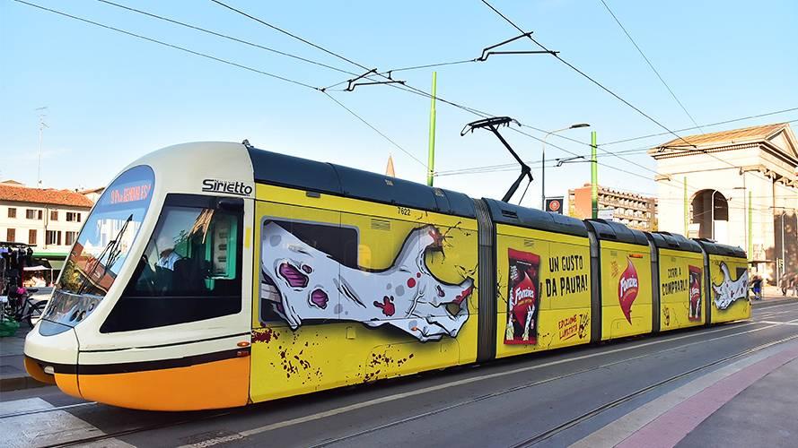 Pubblicità su tram IGPDecaux a Milano Full-Wrap per Fonzies