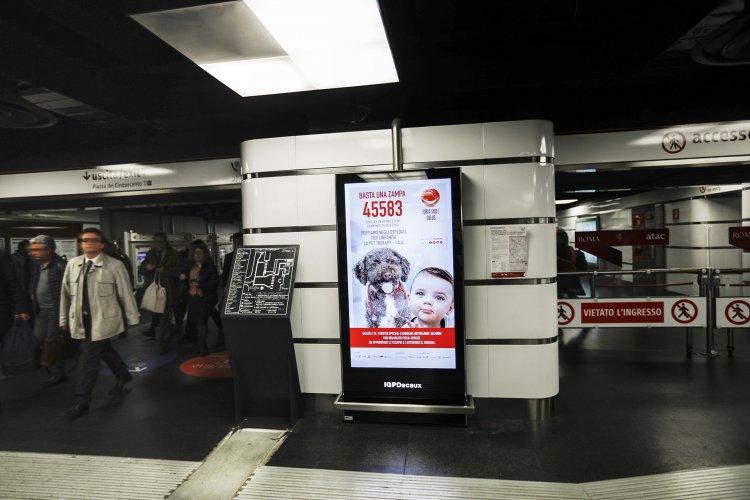 Pubblicità metropolitana Roma circuito digital IGPDecaux per For a Smile