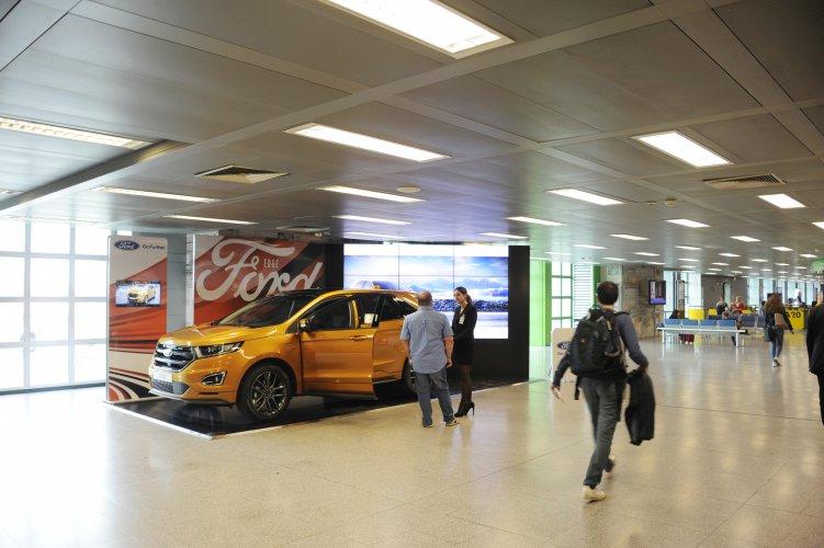 Pubblicità aeroporto Linate area espositiva per Ford IGPDecaux