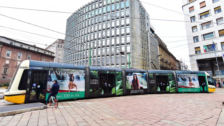 IGPdecaux Milan Full-Wrap for Franciacorta Outlet Village