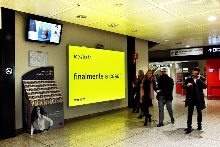 Pubblicità negli aeroporti IGPDecaux Impianti retroilluminati a Genova per Idealista