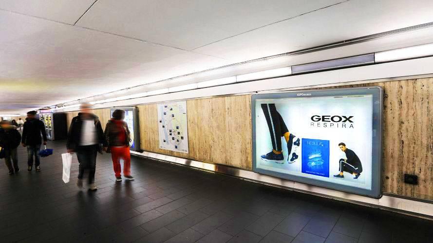 Impianti pubblicitari IGPDecaux Circuito a Copertura Landscape a Roma per Geox