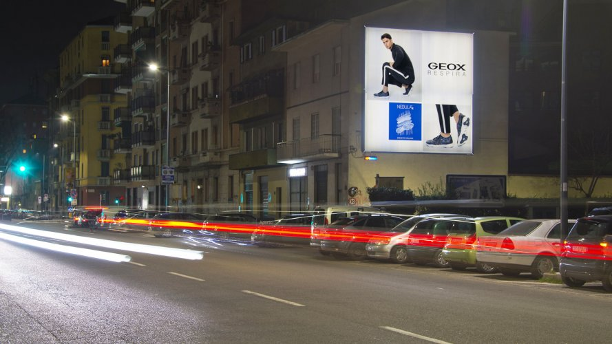 Outdoor communication IGPDecaux poster in Milan for Geox
