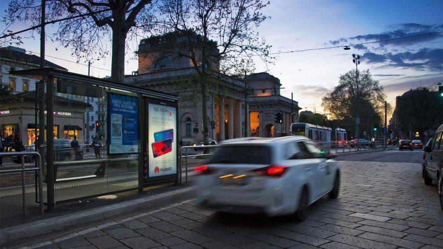 Pubblicità Milano IGPDecaux Pensiline + Mupi per Huawei