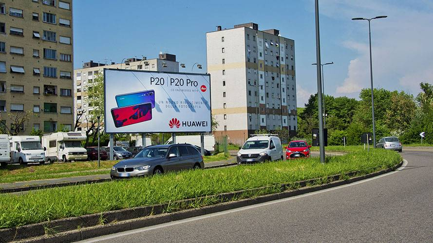 Outdoor advertising in Milan IGPDecaux Poster for Huawei