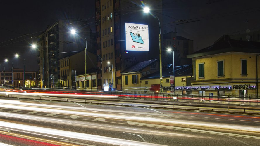 Affissioni IGPDecaux Milano poster per Huawei