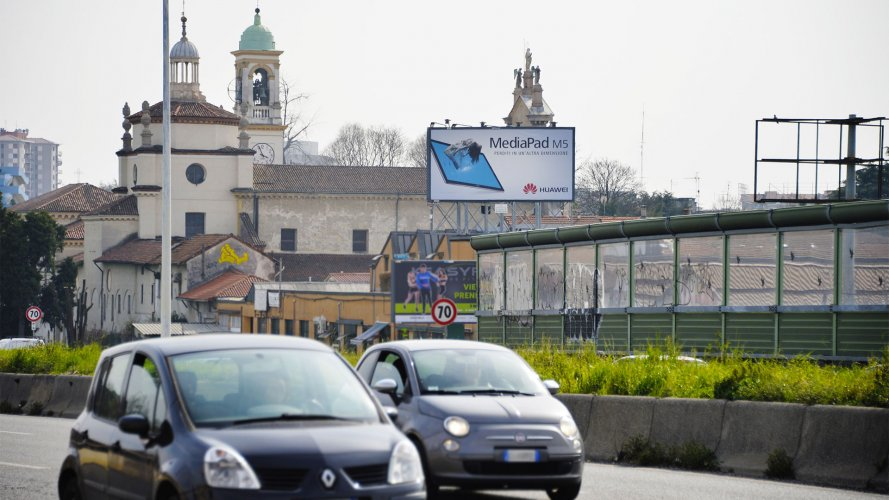Advertising billboards IGPDecaux Milan spectacular for Huawei